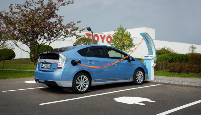 Toyota-Ruekruf-Prius-Lexus-Hybridauto