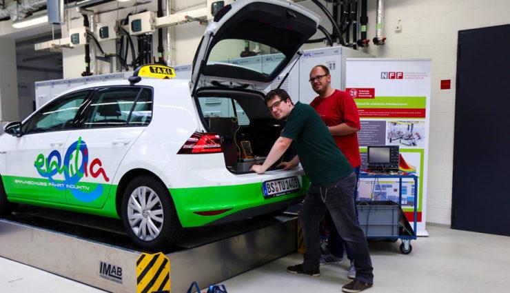 elektroauto kabelloses schnellladen mit bis zu 20 kw