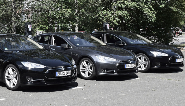 CCUnirent-Tesla-Model-S-ELektroauto-Carsharing