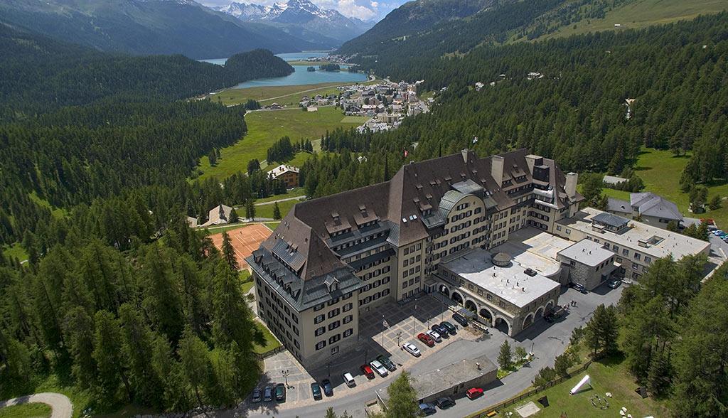 Elektroautos-Suvretta-House-Grand-Tour-of-Switzerland