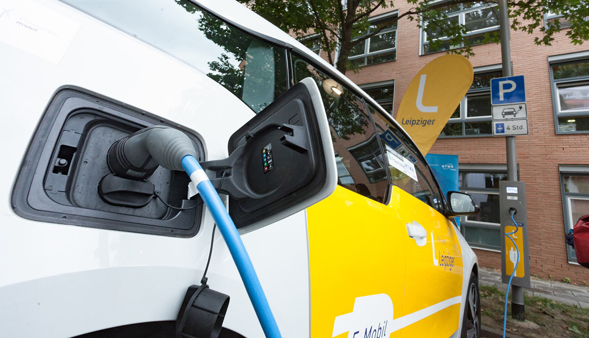 Leipzig startet Elektroauto-Laternen-Laden - ecomento.de
