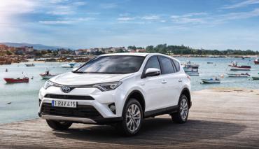 Toyota-RAV4-Hybrid-Camping-Elektromobilitaet
