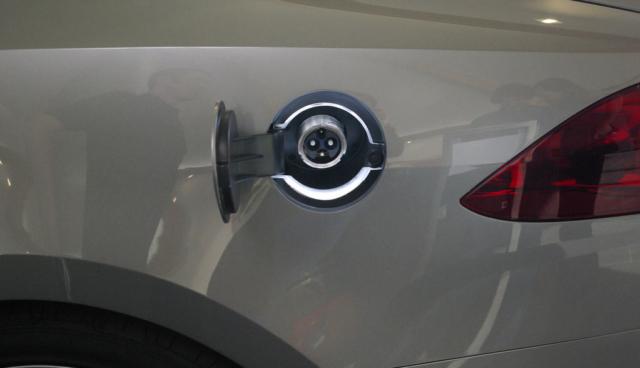 Elektroauto-Taxi-Model-S-Kosten