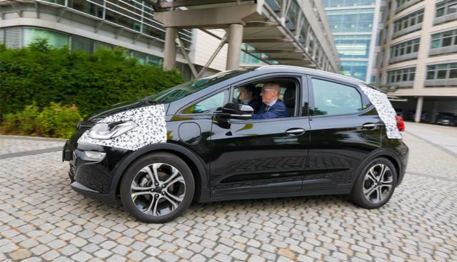 Ausfahrt mit Opels kommendem Kompakt-Elektroauto Ampera-e (Video)