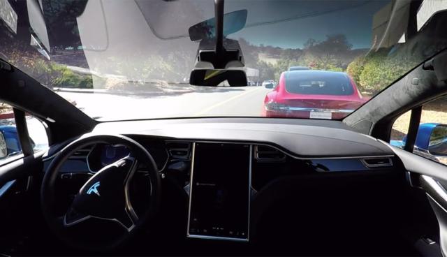 Video: So funktioniert Teslas neue Selbstfahr-Technologie