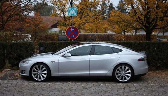 Tesla-Umfrage: 98 Prozent der deutschen Kunden nutzen Autopilot richtig