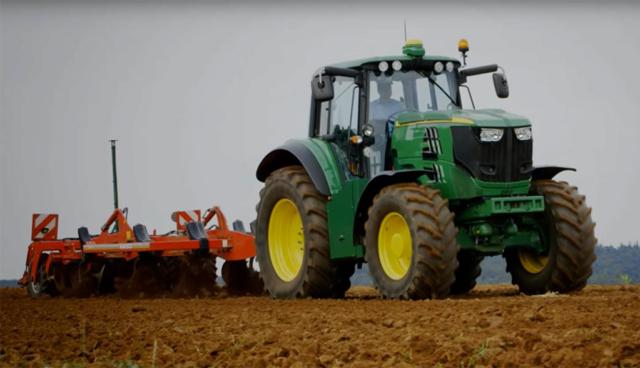 John Deere: Elektro-Traktor SESAM bringt 400 PS aufs Feld (Video)