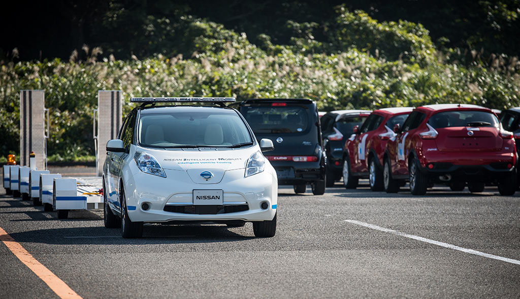 nissan-setzt-elektroauto-leaf-als-selbstfahr-zugfahrzeug-ein