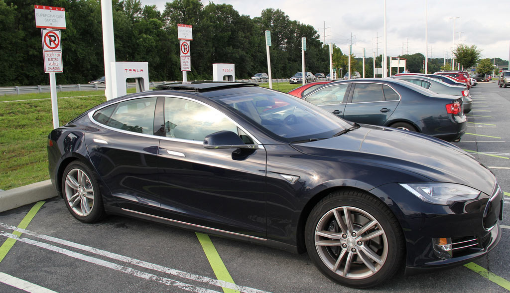 Tesla-Supercharger-Dauerparken-SMS-