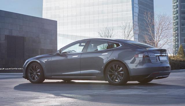 Uber startet Tesla Elektroauto-Flotte in Madrid