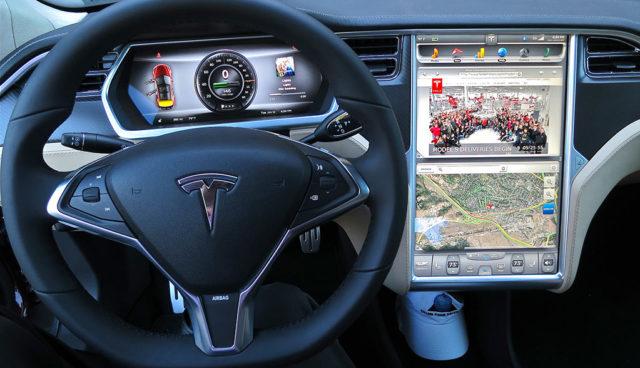 Autonomes Fahren: Tesla wirbt Software-Experten von Apple ab