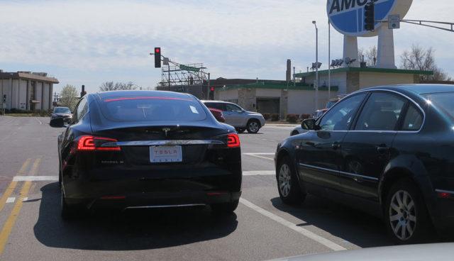Teslas bald nicht mehr mit reduzierter Leistung nach mehreren Ampelstarts
