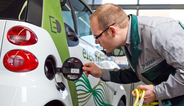 DEKRA-Umfrage: Nur wenig Vertrauen in Elektromobilität
