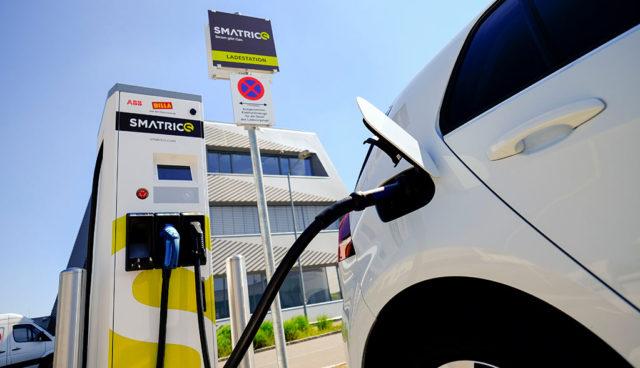 Elektroauto-Ladestationen—Open-Fast-Charging-Alliance-