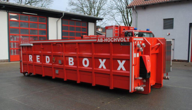Elektroauto-Loesch-Container-Red-Boxx—1