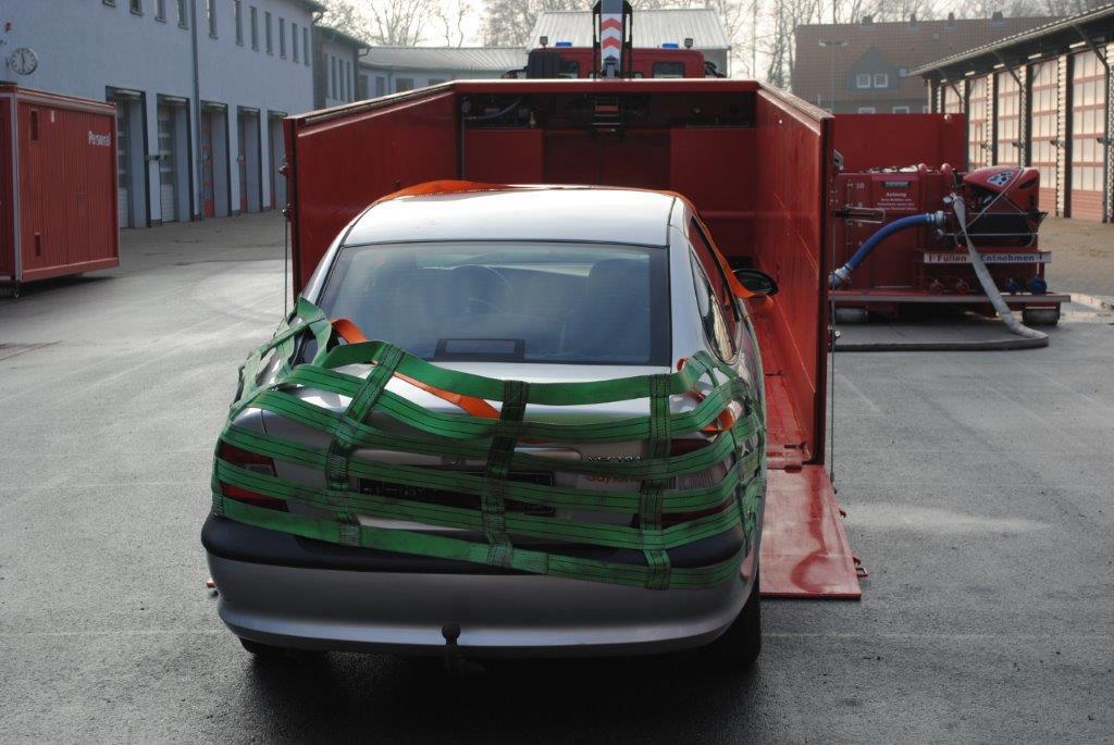 Dieser Lösch-Container für brennende Elektroautos macht es der ...