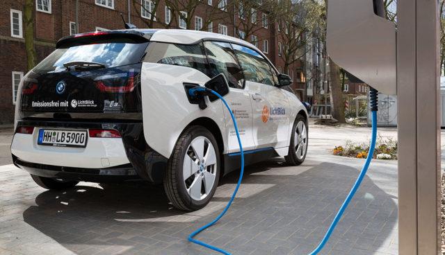 Intelligentes-Stromnetz–Wie-Elektroautos-eingebunden-werden-koennen