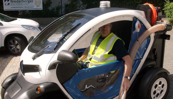 Mit Renaults Elektro-Kleinstwagen Twizy Hundekot bekämpfen