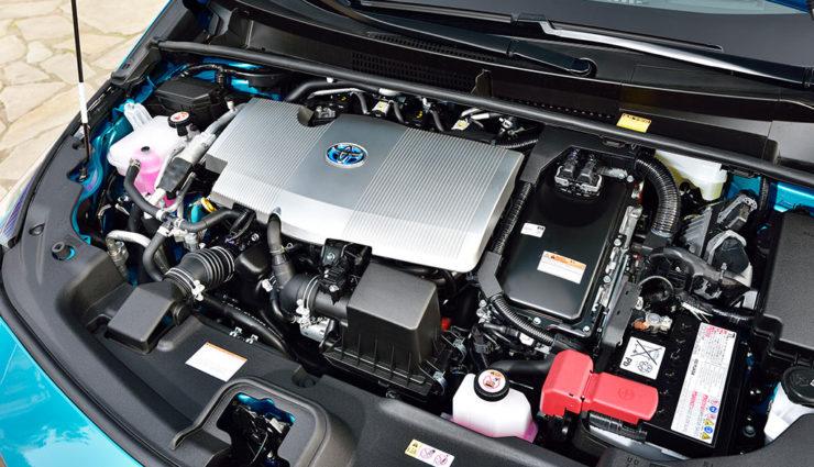 Toyota-Prius-Plug-in-Hybrid-2017—1