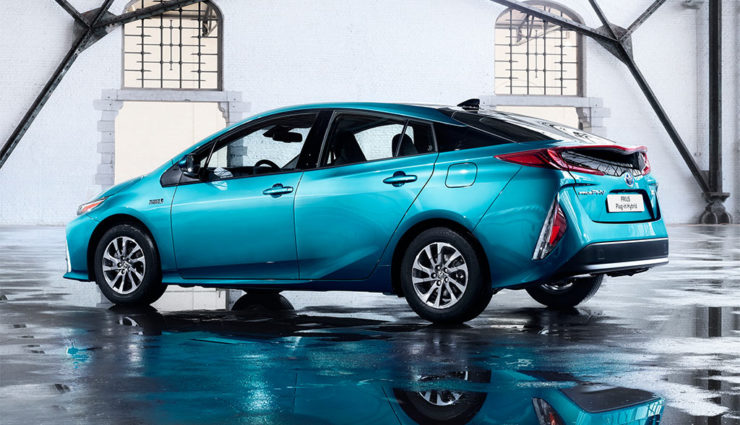Toyota-Prius-Plug-in-Hybrid-2017—11
