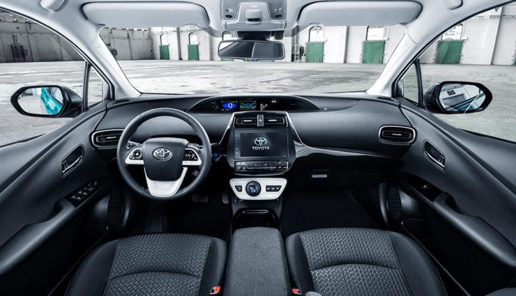 Toyota-Prius-Plug-in-Hybrid-2017—15