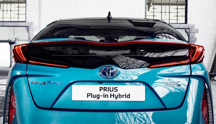 Toyota-Prius-Plug-in-Hybrid-2017—2