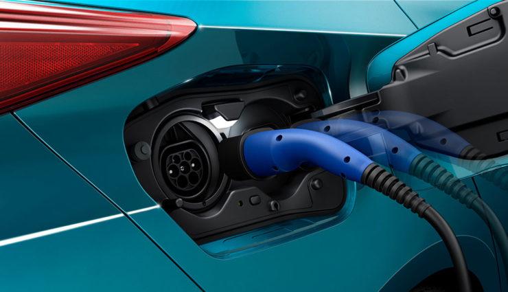 Toyota-Prius-Plug-in-Hybrid-2017—5