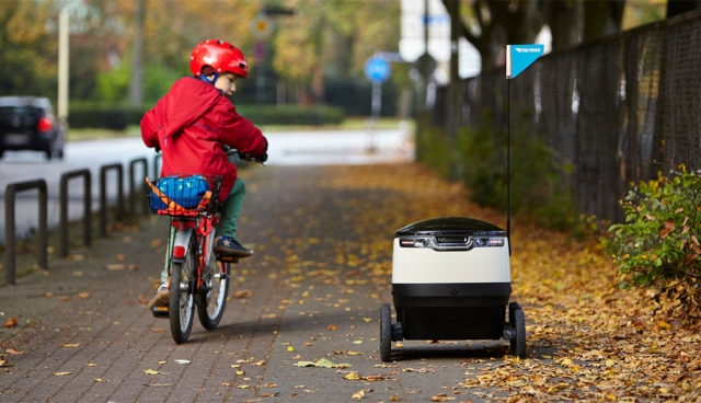 Elektro-Roboter von Starship liefern Hermes-Pakete in Hamburg aus
