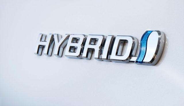 AvD rät: Mit Hybridautos keine Starthilfe geben