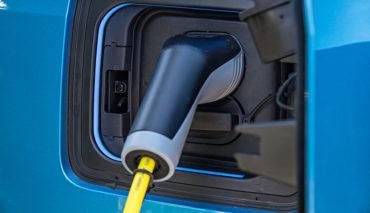 Ladesaeulenverordnung–Elektroauto-Laden-soll-einfacher-werden