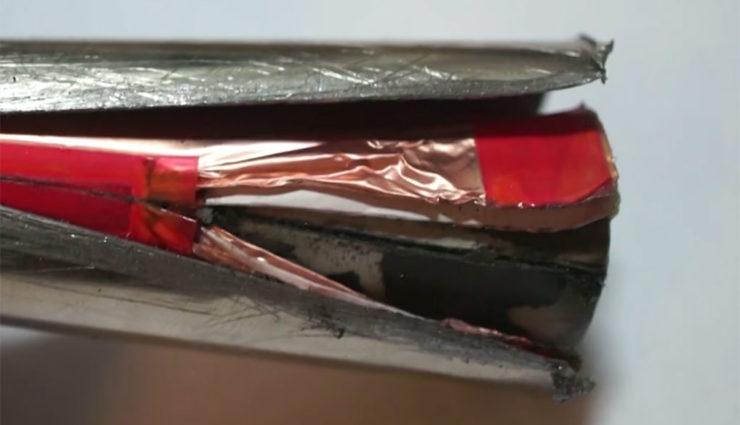 So sehen Teslas Elektroauto-Batteriezellen von Innen aus