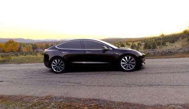 Tesla-Chef-zeigt-neueste-Model-3-Version-(Kurzvideo)