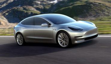 Tesla-Model-3-Head-Up-Display-Touchscreen-Innenraum