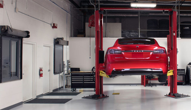 Tesla-Service-Reparatur-Wartezeit