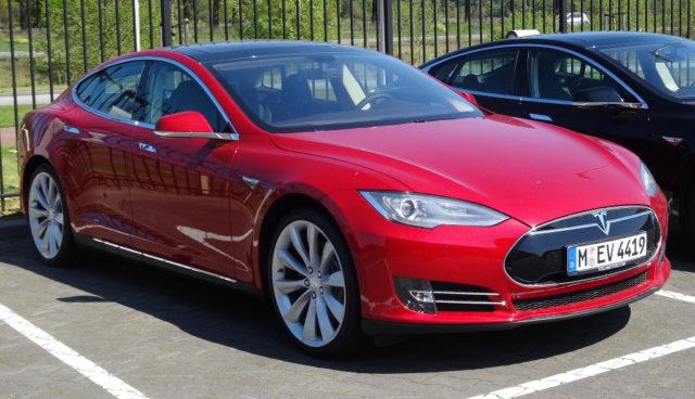 Tesla und Dacia Eigenzulassungen