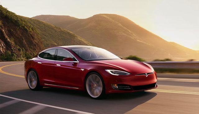 VW-Phaeton-Tesla-Model-S-Elektroauto