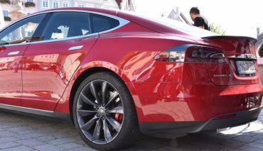 VW-Tesla-Elektroauto