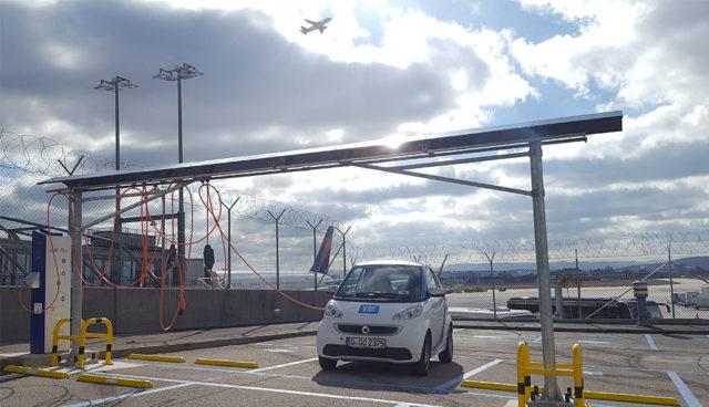 "Elektroauto-Carsharing car2go am Stuttgarter Flughafen ab sofort mit ""Ladearm"""