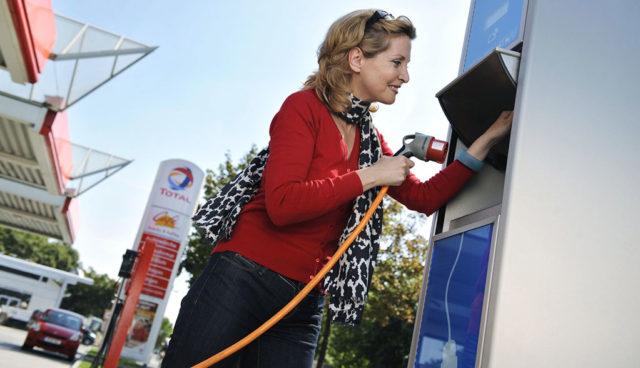 Oelunternehmen-Elektroauto-Tankstelle
