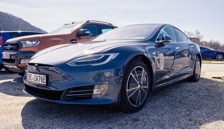 Tesla: Rückruf wegen Problemen mit der Handbremse