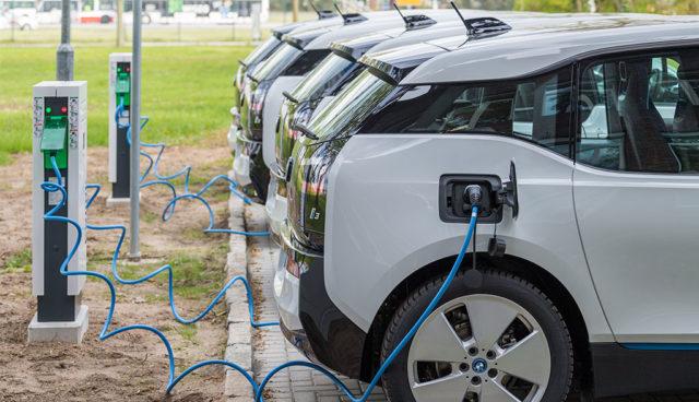 """BMW-Chef über Elektroautos: """"Es wird eine heiße Phase kommen"""""""
