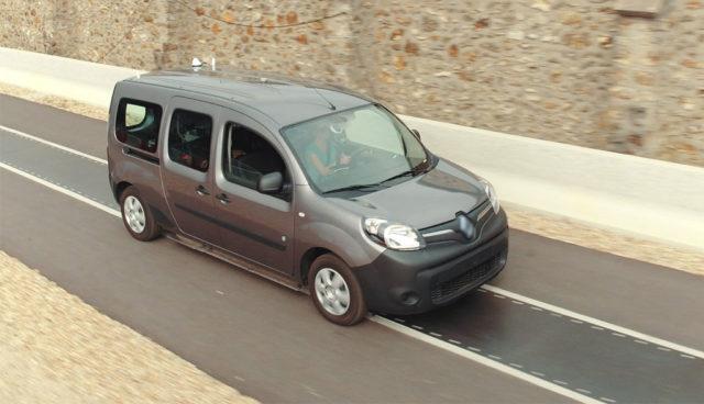 Renault und Qualcomm zeigen kabelloses Elektroauto-Laden während der Fahrt