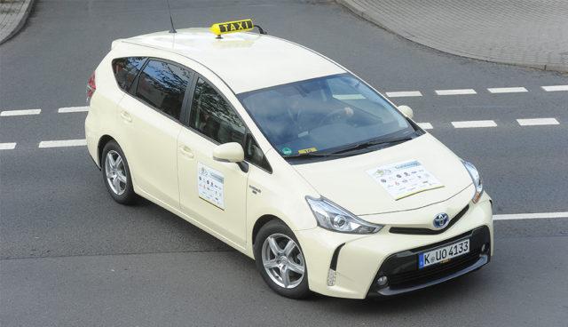 Hybridautos überzeugen bei Wahl zum Taxi des Jahres
