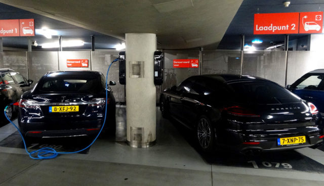 """Branchen-Ranking """"BrandZ"""": Elektroautobauer Tesla 2017 erstmals vor Porsche"""