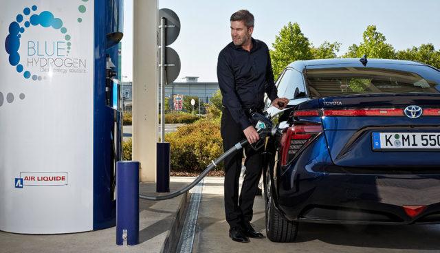 Halle-Saale-Wasserstoffauto-Tankstelle-H2-Mobility