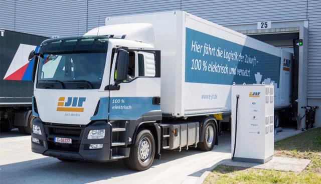 Porsche und VW testen Elektro-Lkw im Logistikverkehr