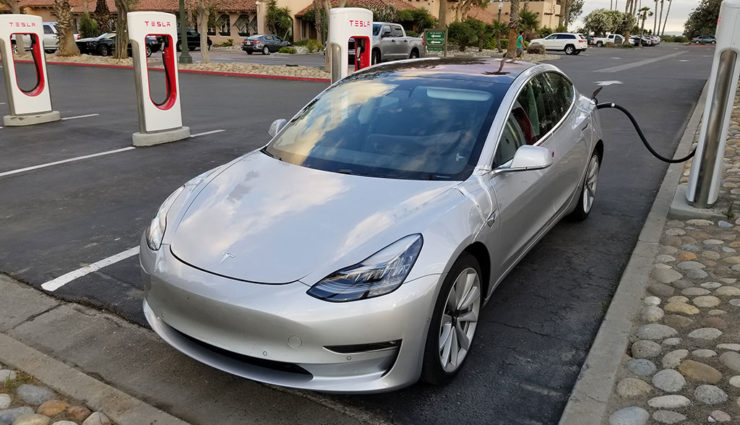 Tesla Model 3 beim Laden (30+ Bilder) und neues Video
