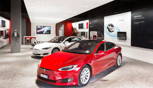 Tesla vergrößert Vertriebsnetz in Deutschland