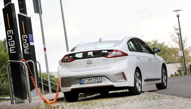 EnBW-Chef: Elektroauto-Stromverkauf bringt kaum Geld, Netzausbau schon