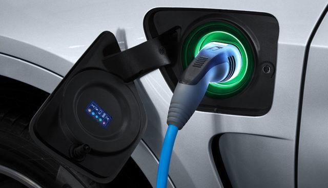 Elektroautos noch keine Alternative, Hybride stärker gefragt (Aral-Studie)